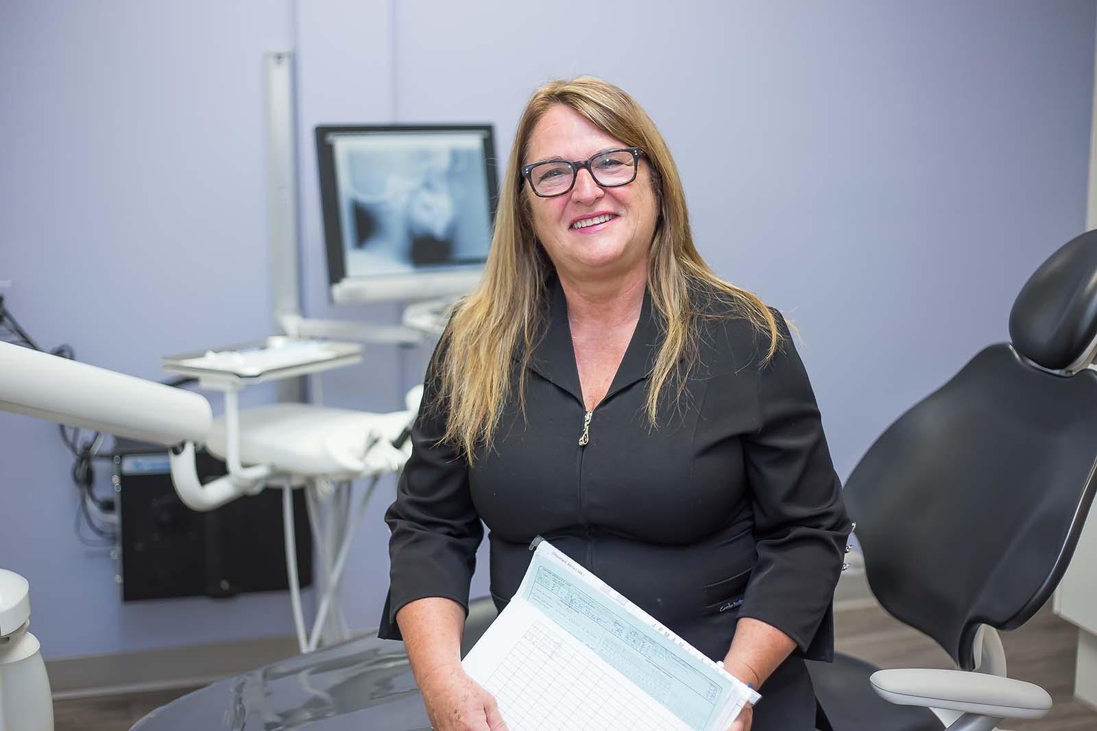 http://www.dentistedrummondville.com/wp-content/uploads/2015/12/Michelle-Assistante-dentaire.jpg